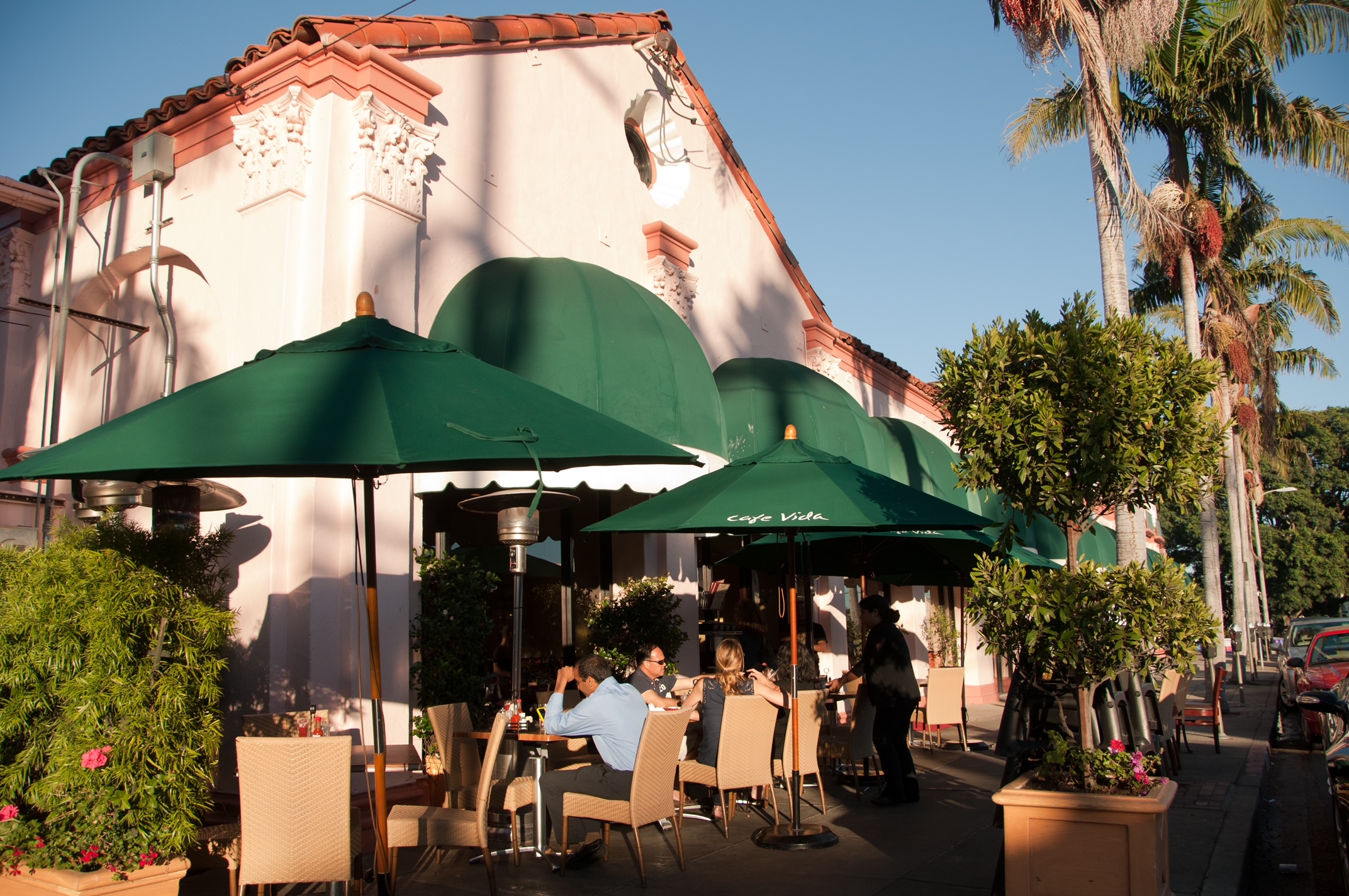 Photo of the exterior of Cafe Vida Pacific Palisades, showing outdoor dining.