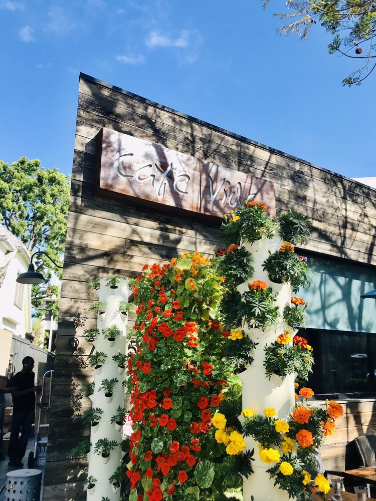 Exterior of Cafe Vida Culver City